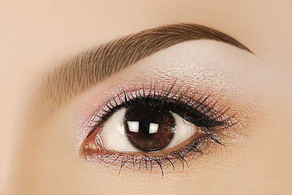 Lông mày đẹp tạo nên một đôi mắt tuyệt đẹp