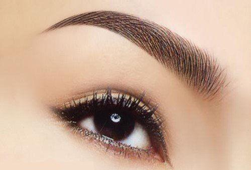 Đôi mắt có lông mày đẹp