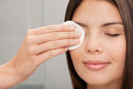 nước hoa hồng cung cấp độ ẩm cho da