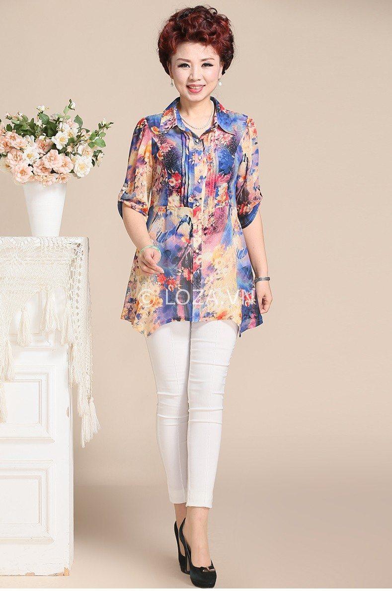 Áo dáng dài kết hợp với quần Jean cũng là một lựa chọn hoàn hảo cho quý cô