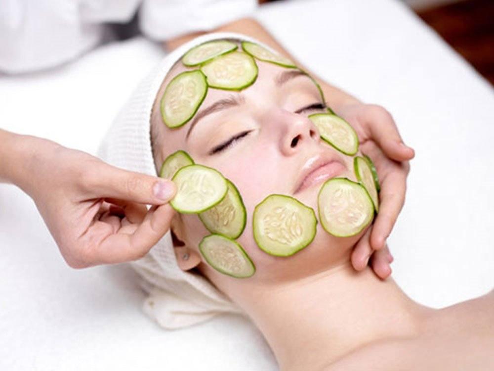 Đắp mặt nạ để cung cấp các dưỡng chất cần thiết cho da