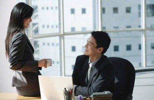 Vợ chồng chia sẻ vui buồn nơi công sở