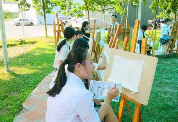 Học sinh được hòa mình vào môi trường trong lành tràn ngập màu xanh thiên nhiên