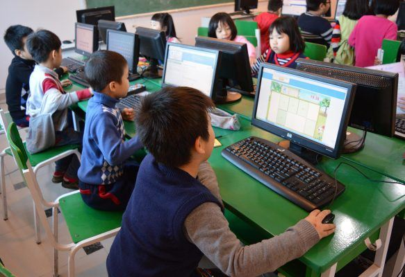 Phòng máy tính hiện đại cấu hình máy cao