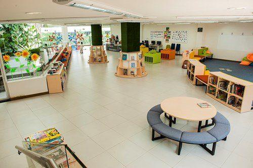 Khu thư viện được thiết kế đẹp mắt thân thiện