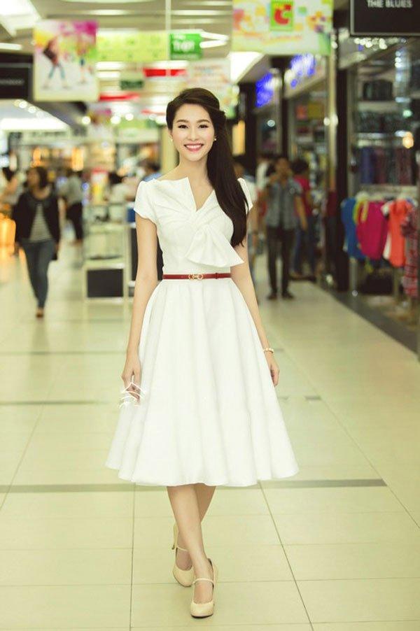 mẫu áo đầm dự tiệc tuổi 40 có thể dùng để đi làm