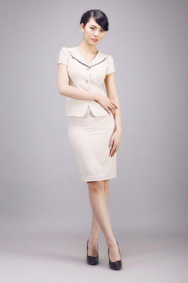 mẫu áo đầm dự tiệc tuổi 40 kết hợp với chân váy tạo nên vẻ đẹp truyền thống