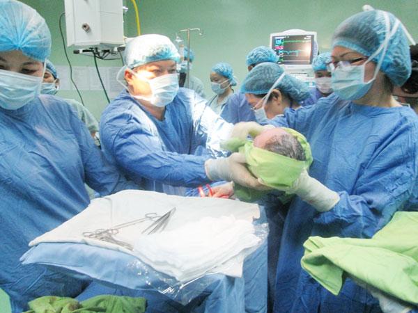 Bác sỹ trực đẻ mổ chuyên nghiệp