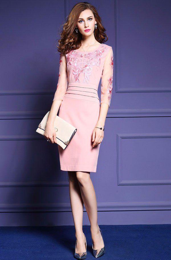 thời trang tuổi 40 với đầm màu hồng