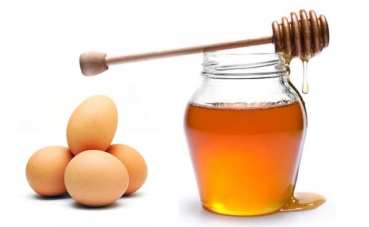 Đắp mặt nạ trứng gà mật ong - Các chất trong trứng gà khi kết hợp với mật ong sẽ là một dưỡng chất tuyệt vời để cải tạo làn da