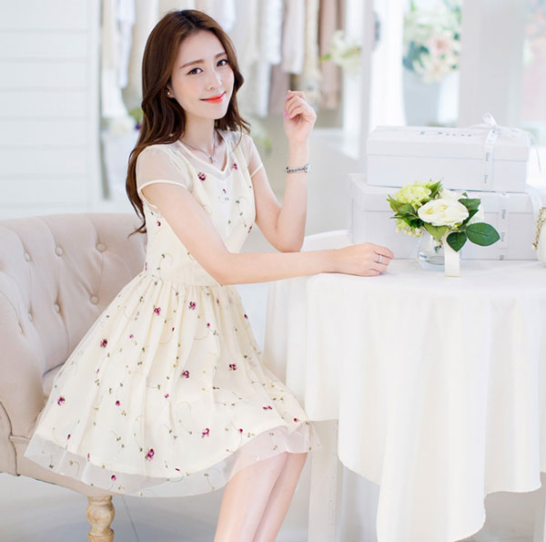 Mẫu đầm dự tiệc màu trắng - Áo đầm đẹp tuổi 30