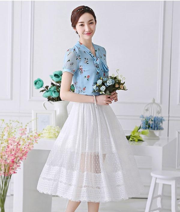 Áo họa tiết kết hợp váy xòe - Mẫu váy liễn phụ nữ tuổi 30