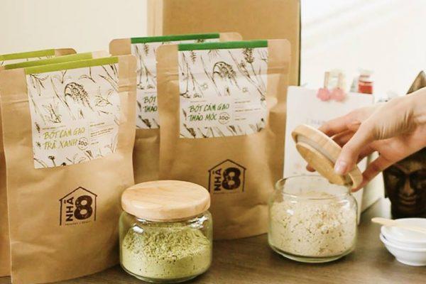 Đắp mặt nạ trứng gà mật ong - Trong cám gạo có tinh chất sữa giúp tái tạo lại làn da bị lão hóa