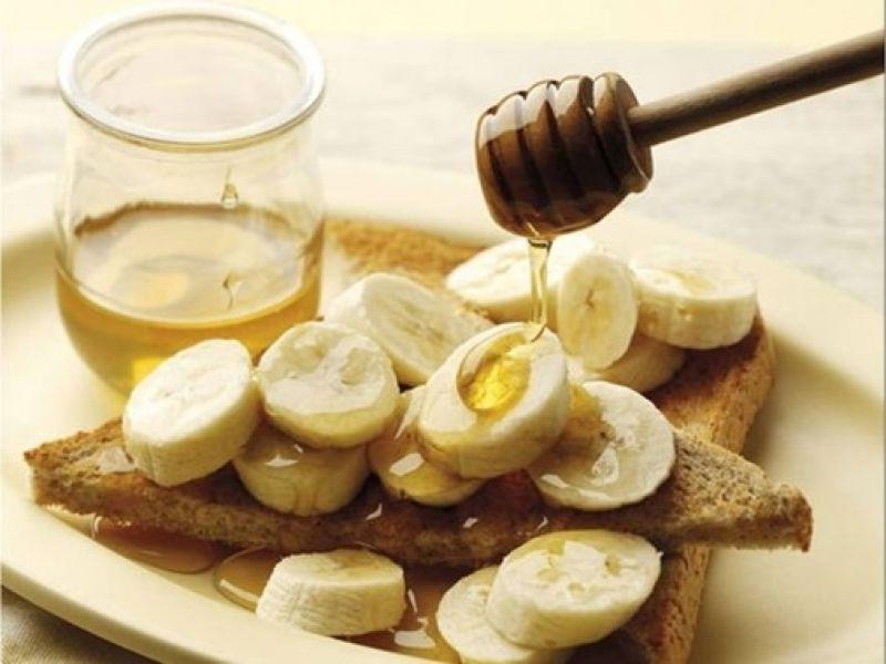 Sự kết hợp hoàn hảo của chuối và mật ong sẽ đem lại cho bạn một làn da tươi trẻ